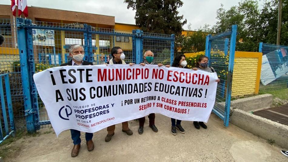 Protesta en colegio de Pirque por retorno a clases presenciales.