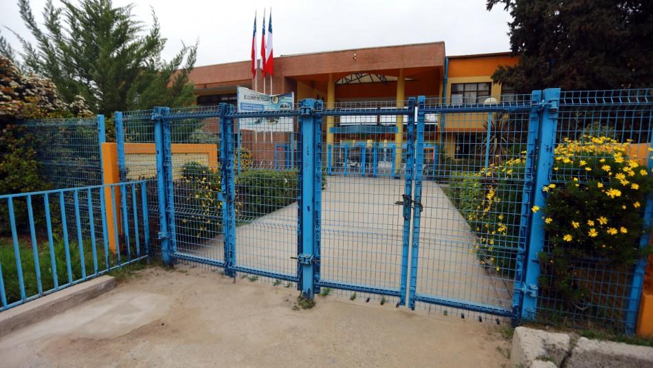 Regreso a clases en Pirque: A uno de los colegios no ha llegado ningún estudiante