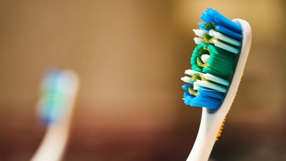 Hombre se tragó por accidente un cepillo de dientes y debió ser operado de urgencia