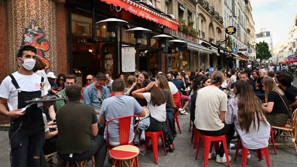 París cierra sus bares ante alerta máxima por rebrote de coronavirus