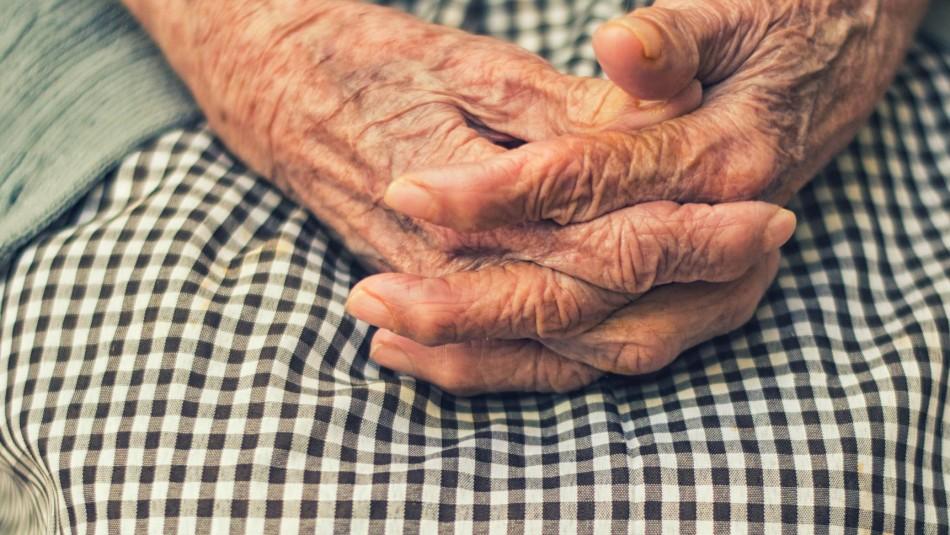 Muere anciana que fue encontrada encerrada y en pésimas condiciones en una pieza de El Quisco