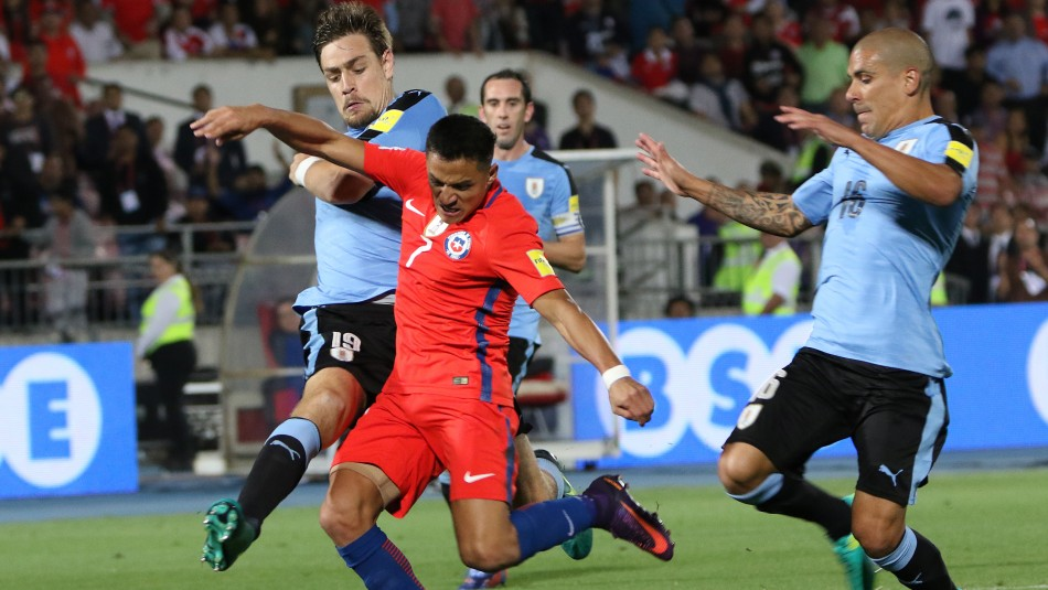 La Roja vive su debut en Clasificatorias ante Uruguay.