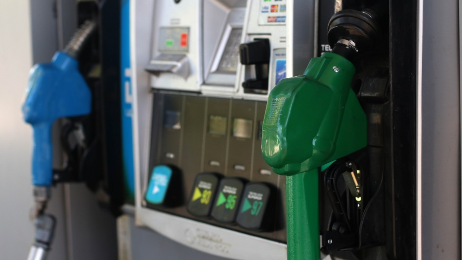 Precio de la bencina subirá a partir de este jueves