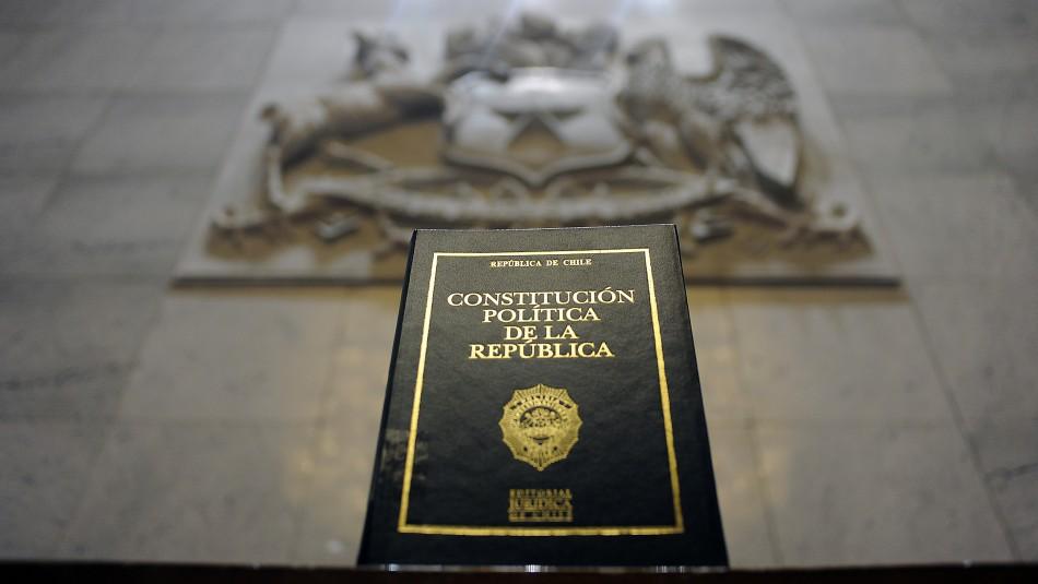 ¿Mito o realidad?: Abogado aclara cinco ideas sobre proceso constituyente y nueva Constitución