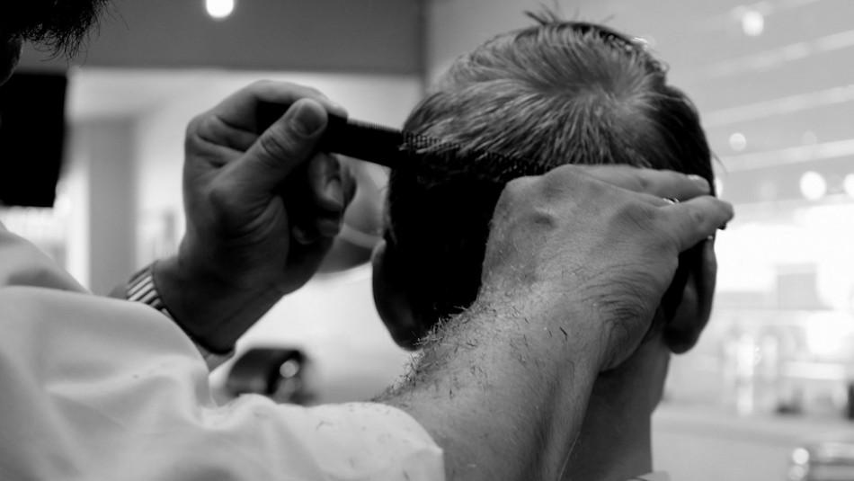 Un joven con cáncer se va a cortar el cabello y se lleva una emotiva sorpresa