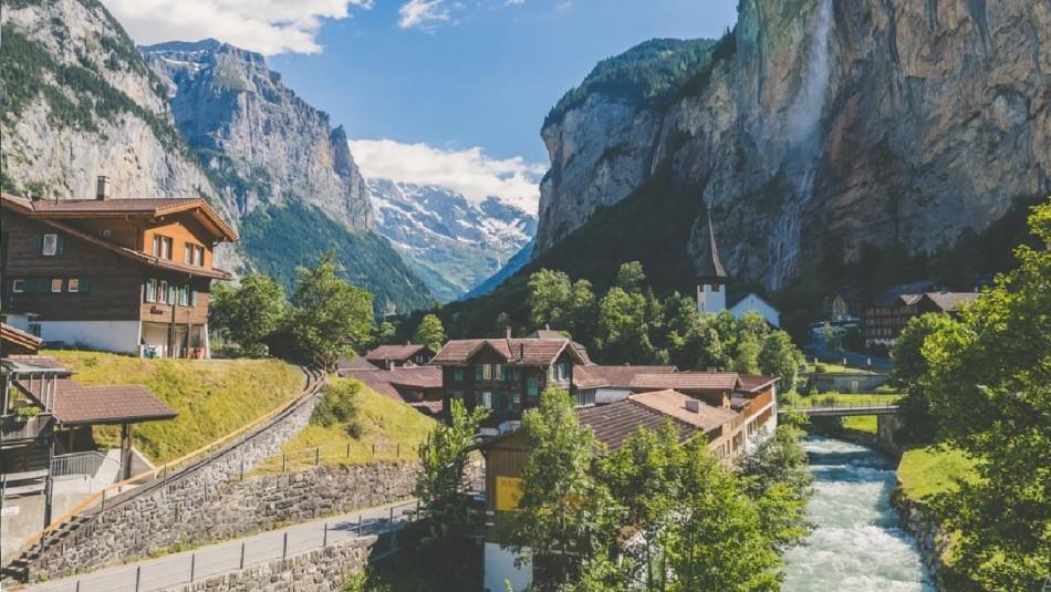 Pueblo en Suiza ofrece 70 mil euros a quienes se muden allí: Revisa los requisitos