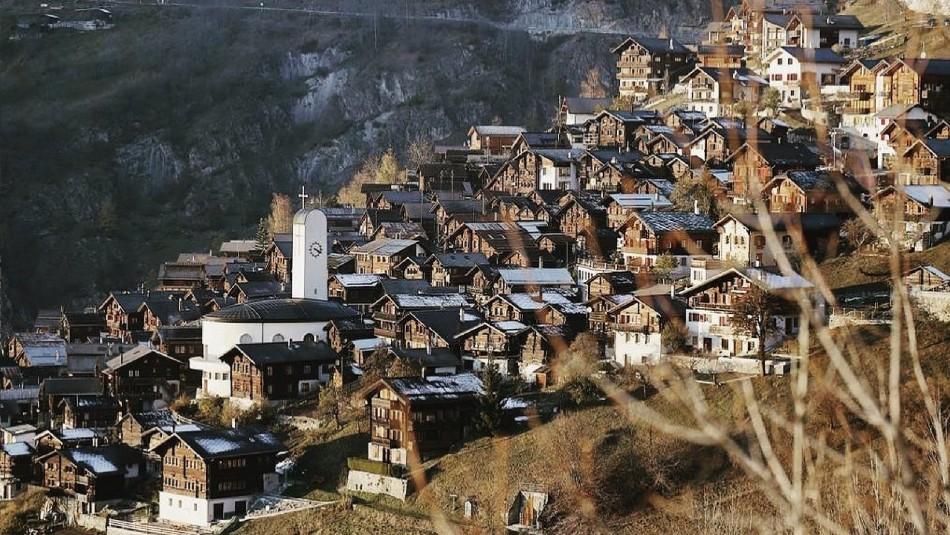 Recibirán 70 mil euros: Estas son las condiciones para quienes quieran mudarse a pueblo en Suiza