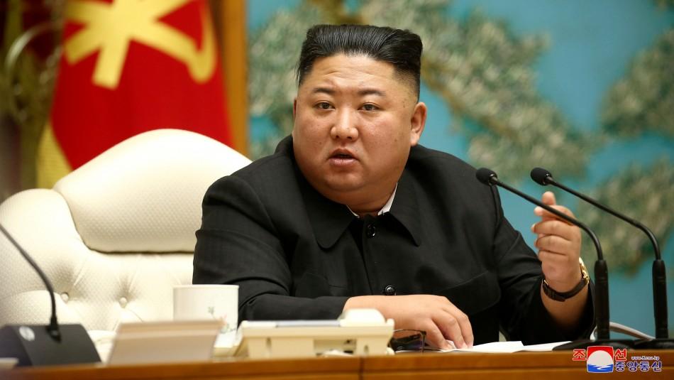 Corea del Norte celebra que está libre de coronavirus mostrando su poderío militar