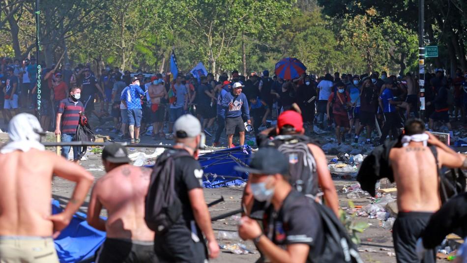 Graves incidentes se registran entre manifestantes en la Plaza Italia