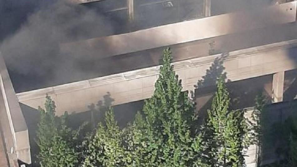 Incendio afecta a edificio de Mutual de Seguridad: Conserje es rescatado