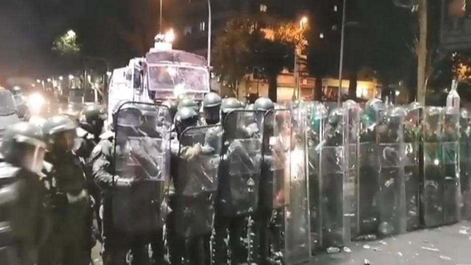Carabineros desocupa Plaza Italia tras manifestaciones del 18-O