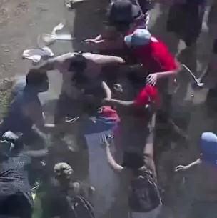 Batalla campal entre barristas en Plaza Italia