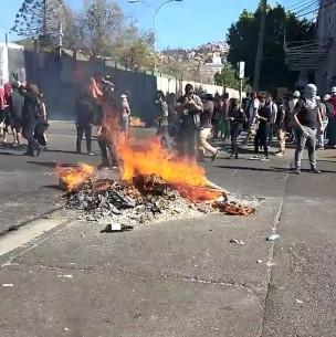 Incidentes en las afueras del Congreso marcan manifestaciones en Valparaíso
