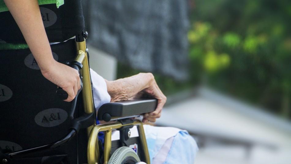 Macabro: Mujer lleva cadáver de anciano al banco para intentar cobrar su pensión