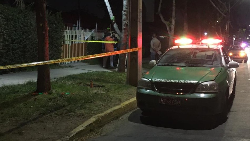 Mujer muere apuñalada tras violento portonazo en Peñalolén