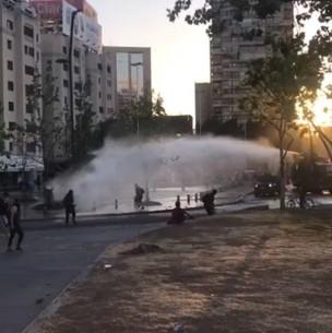 Carabineros afirma que funcionario policial fue atropellado en Plaza Italia