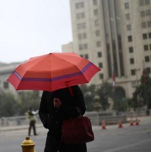 Plebiscito: Meteorología anuncia precipitaciones en Santiago para este domingo 25 de octubre