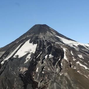 Mantienen Alerta Amarilla en cuatro comunas del sur de Chile por actividad del volcán Villarrica