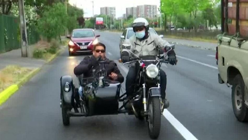 Plebiscito 2020: Periodista Marcelo González realiza recorrido electoral en moto ''sidecar''
