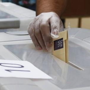 ¿A qué hora cierran las mesas de votación?
