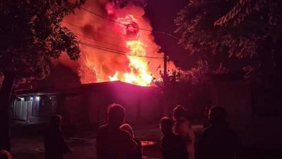 Tres hermanos mueren en violento incendio en Lo Espejo