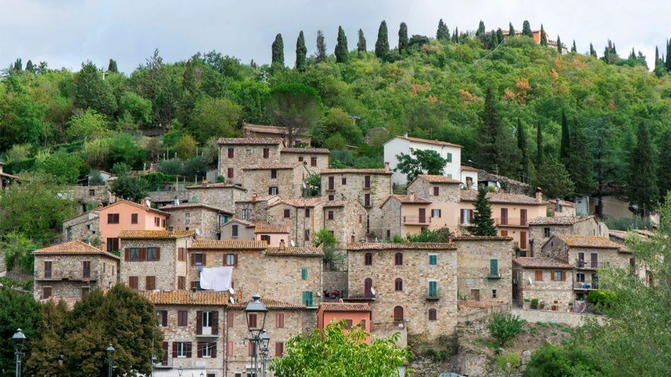 Pueblo de Italia vende casas a un euro: Buscan repoblar la localidad