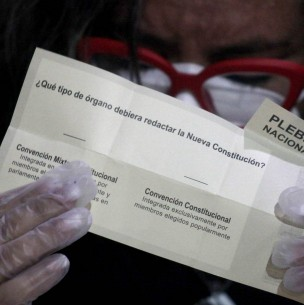 Buscan impedir que autoridades de Gobierno y parlamentarios postulen a Convención Constitucional