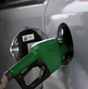 Precio de las bencinas bajará a partir de este jueves