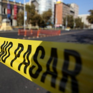 Asesinan a persona en plena vía pública en Santiago Centro
