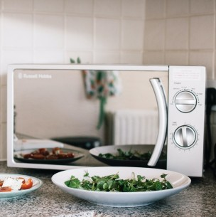 Cinco alimentos que no debes calentar en un microondas: Conoce sus efectos dañinos