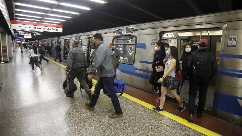 Metro cierra estación Baquedano debido a manifestaciones en Plaza Italia