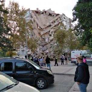 Terremoto en Turquía: Video registra momento exacto del desplome de edificio