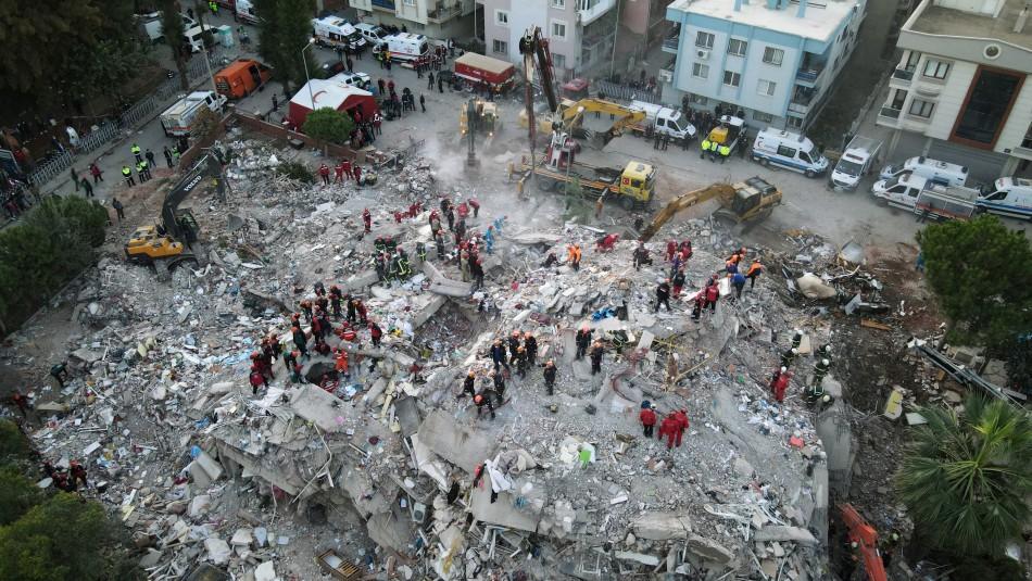 Terremoto y posterior tsunami en Grecia y Turquía deja hasta el momento 27 muertos y 800 heridos