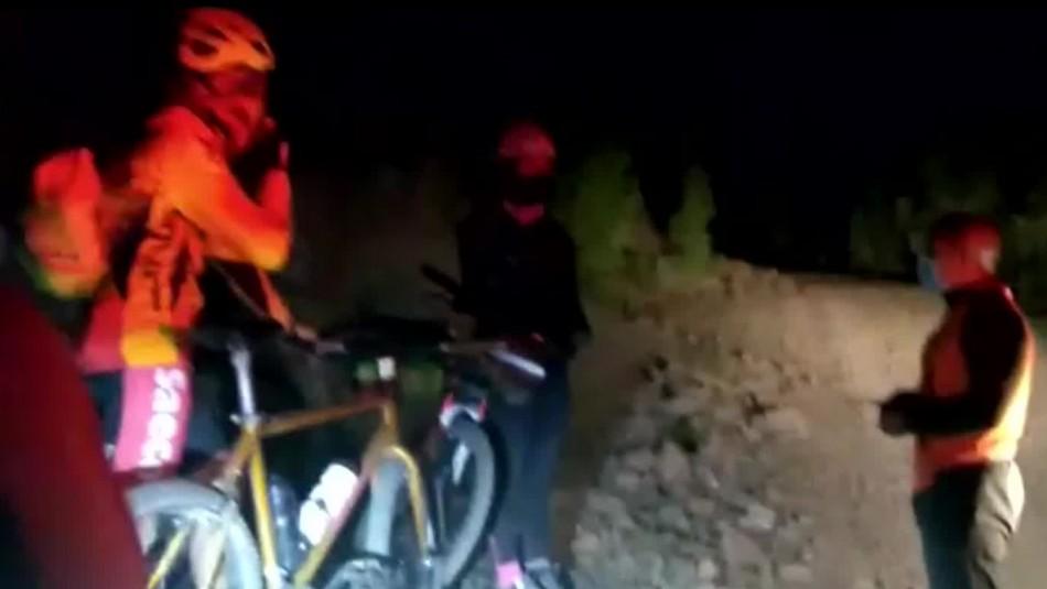 Gracias al celular: Rescatan a ciclistas que se perdieron en excursión camino a Farellones