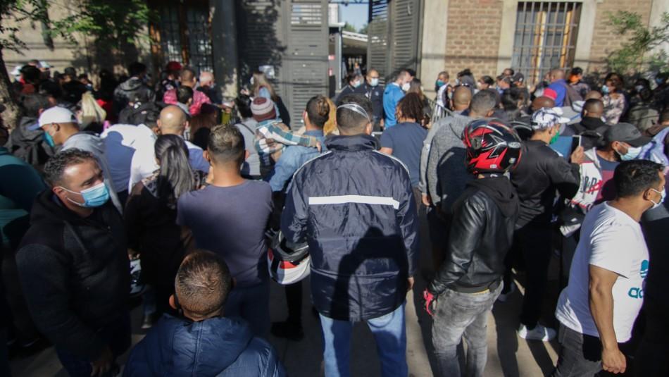 Cientos de migrantes hacen fila en Extranjería: Mayoría busca visa de trabajo