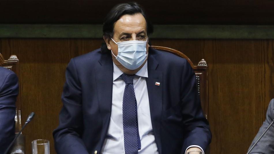 Ministro Pérez queda suspendido tras aprobarse acusación constitucional en su contra