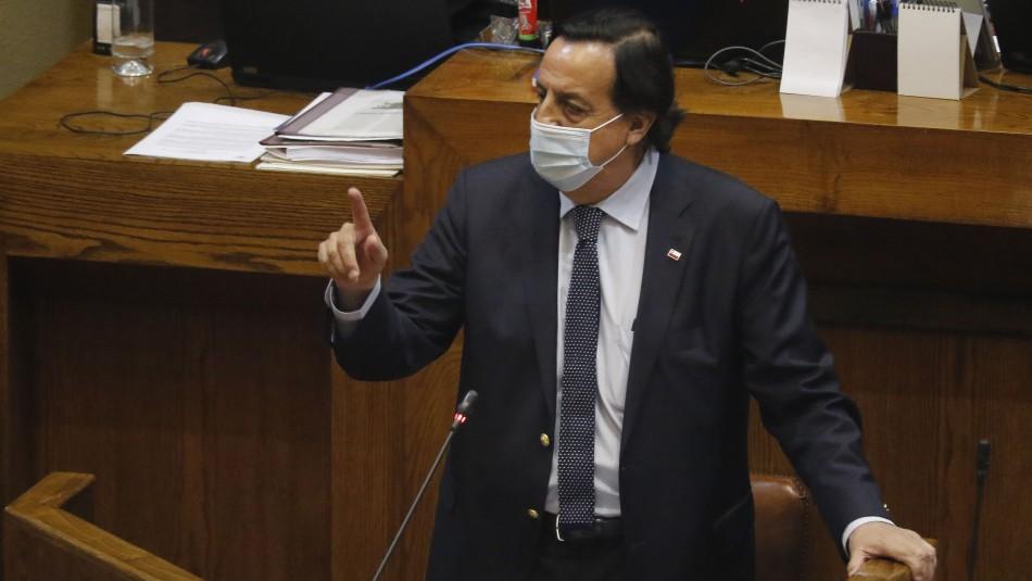 Víctor Pérez renuncia al Ministerio del Interior tras aprobarse la AC en su contra