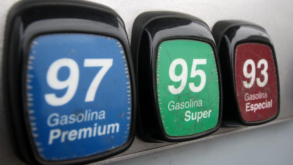 Precio de las bencinas bajará desde este jueves