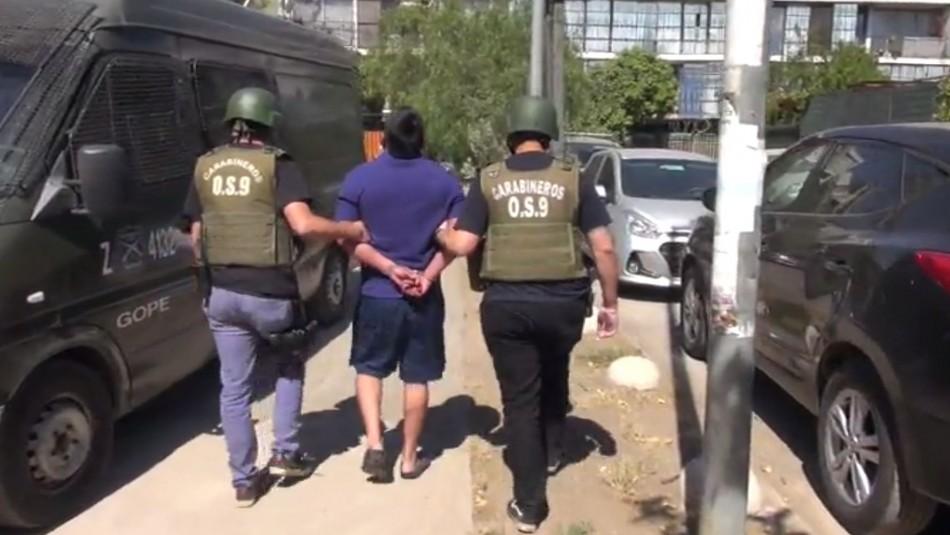 Detienen a hombre acusado de cometer una serie de asesinatos en Santiago