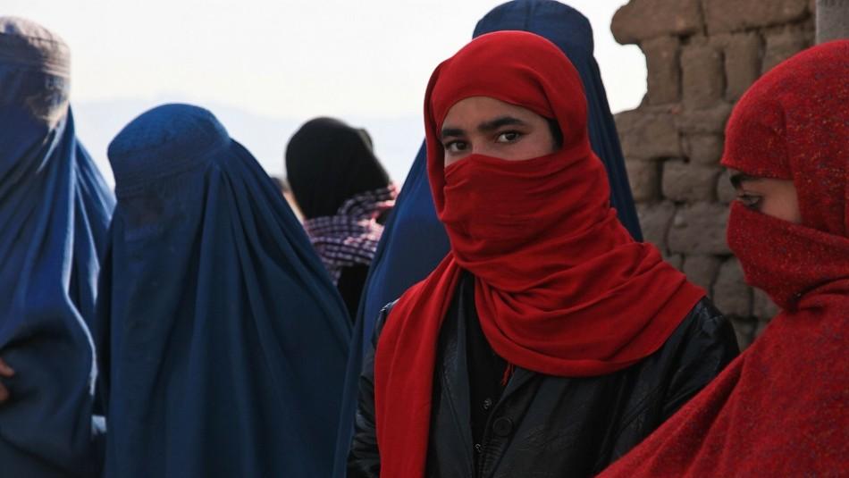 Talibanes la dejaron ciega a puñaladas para que dejara a trabajar: Ella sospecha de su papá