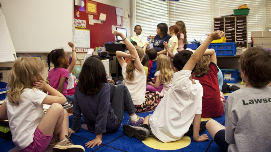 Sueldo anual de hasta $37 millones: Colegios de EEUU buscan profesores de español chilenos