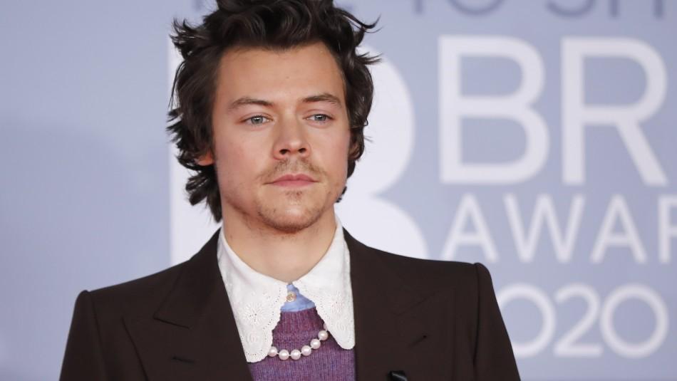 Con vestido y falda: Harry Styles hace historia con portada de Vogue y saca aplausos