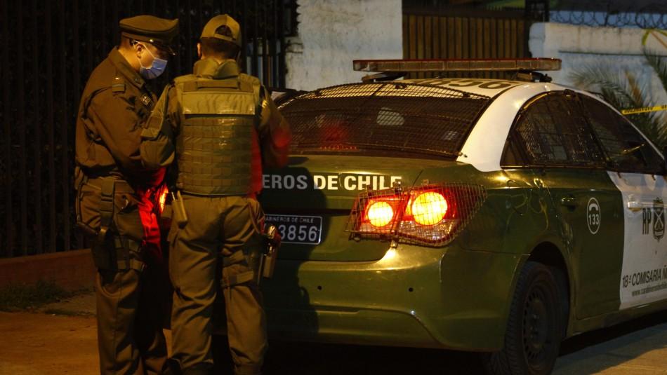 Detienen a hombre que manipulaba armamento afuera de una casa en la comuna de Santiago
