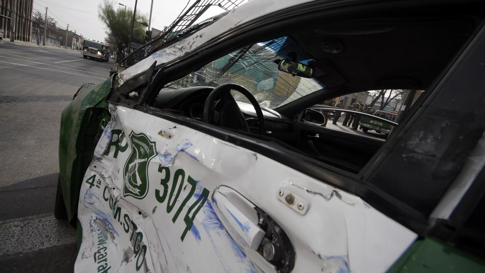 Carabinera se encuentra grave tras ser atropellada por sujetos que robaron un auto