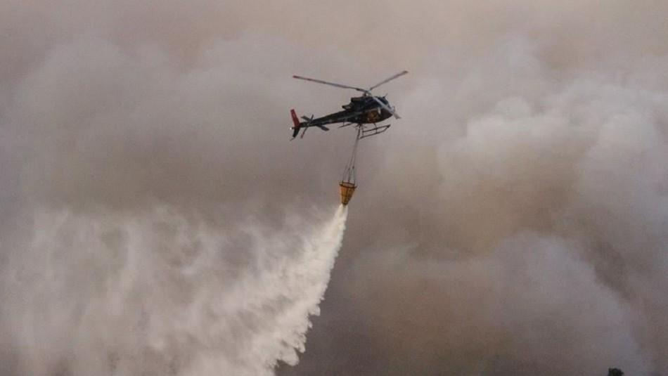 Ecocopter en estado de alerta y combatiendo  incendios forestales desatados en Chile