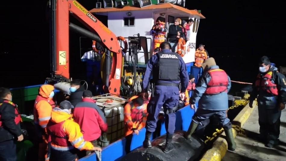 Armada rescató a 22 personas a bordo de embarcación que sufrió accidente en Puerto Natales