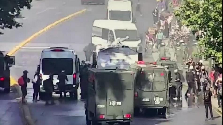 Manifestación en cercanías de La Moneda genera cortes de tránsito y cierre de estación de Metro