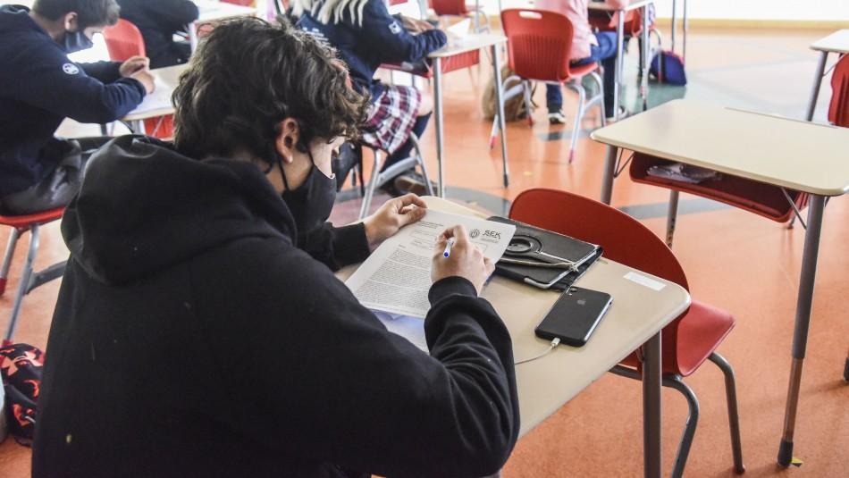Colegios apuestan por la educación híbrida: Combinar clases virtuales con presenciales
