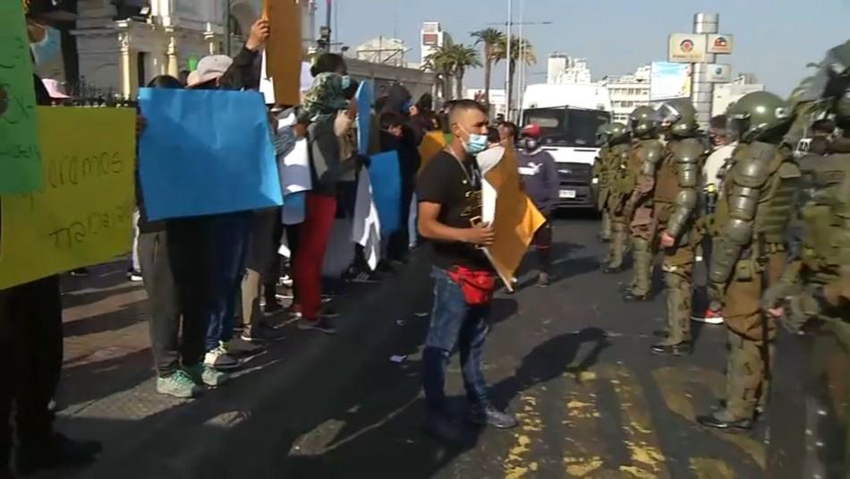 Protesta de ambulantes en Estación Central provoca desvíos y acción de Carabineros