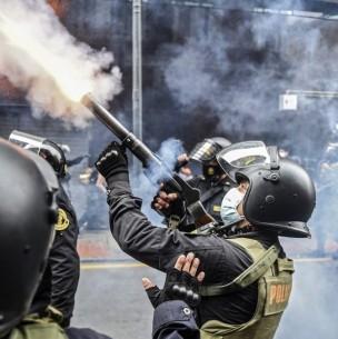 Presidente de Perú ordena reformar la policía tras represión a manifestantes